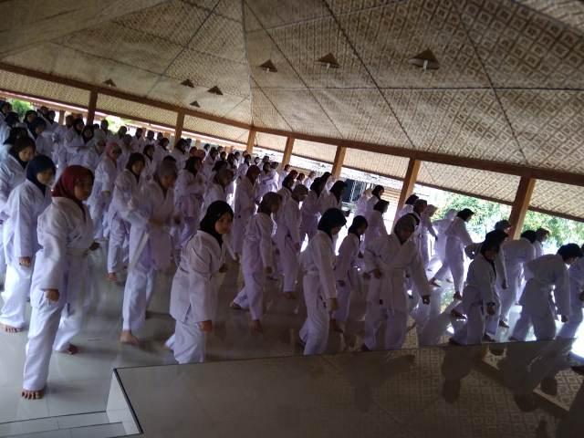 """Ekstrakurikuler Karate """"Boarding Putri"""" 1"""