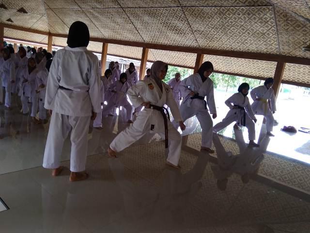 """Ekstrakurikuler Karate """"Boarding Putri"""" 2"""